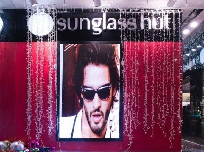 LED VIDEO DISPLAY IN SUNGLASS HUT WINDOW